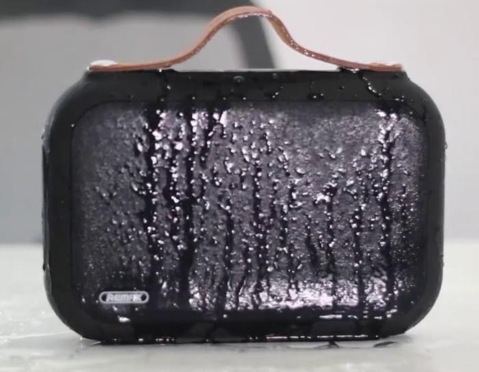 M17 có khả năng chống nước ấn tượng