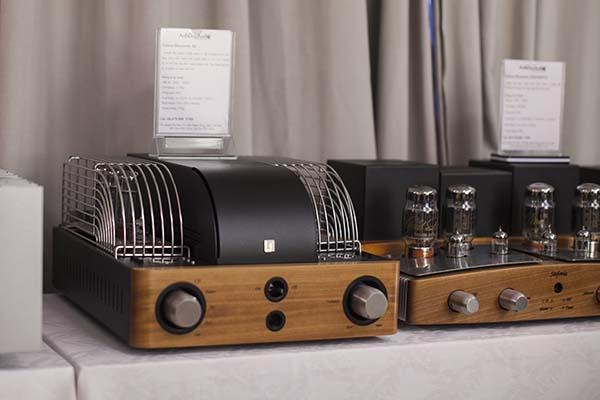 Amply đèn có công suất nhỏ nhưng chất lượng âm thanh cao