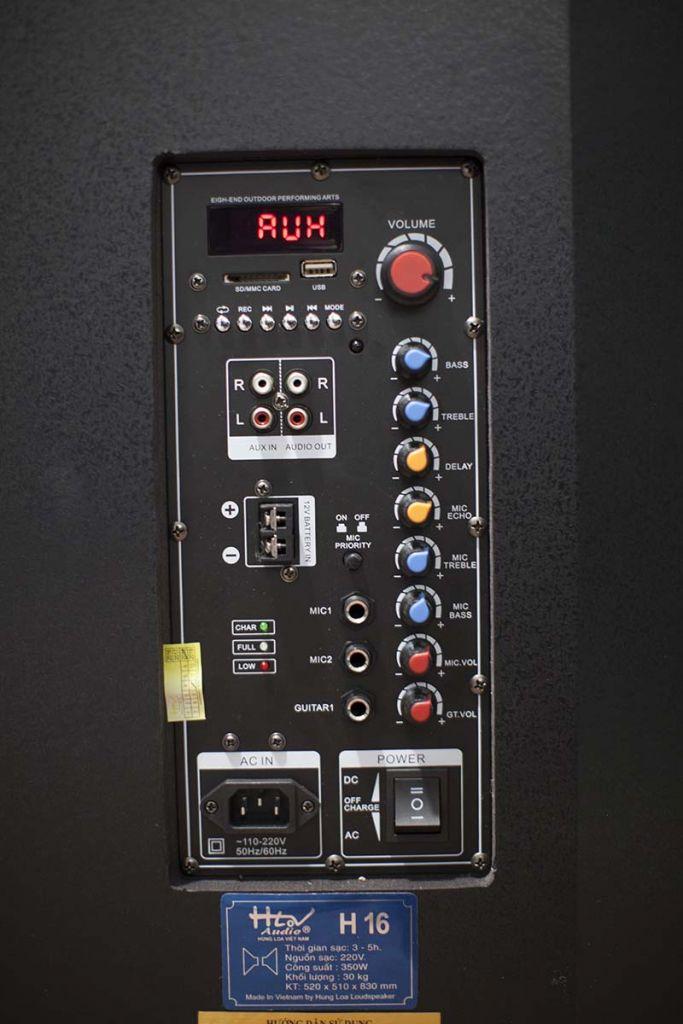 Bảng điều khiển của HLOV H16